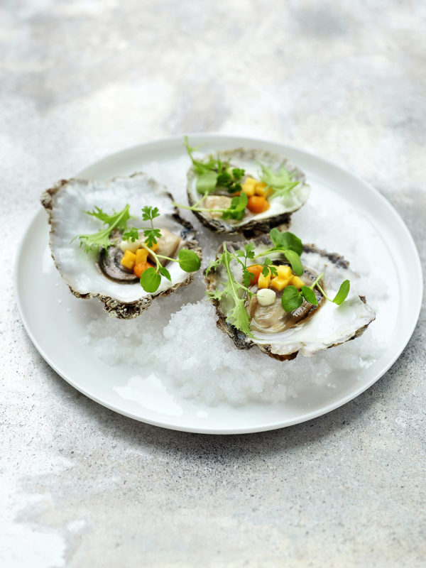 Huîtres de Zélande, Elixir d'Anvers, Miel, Mangue, Raifort