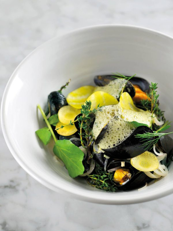 Mussels, Elixir d'Anvers, Yellow Beetroot, Carrot, Thyme, Watercress